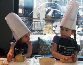 ¡Nuevos talleres de cocina para niños y familias en KitchenCommunity!