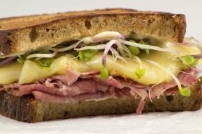 Sandwich de pastrami y quesogouda