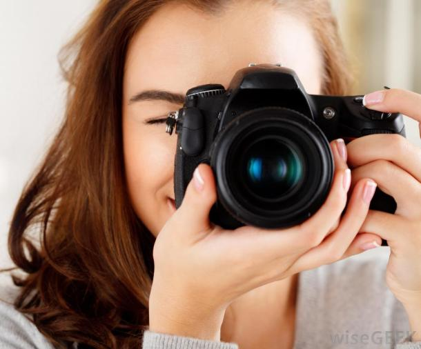 red-haired-woman-with-black-camera